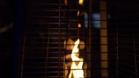 Le feu dans l'appareil de chauffage de rue dans un tube de verre derrière banque de vidéos