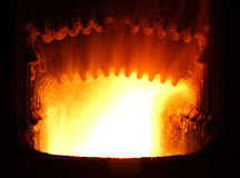 le feu dans la chaudière industrielle photo stock