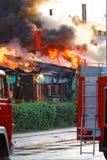 Le feu dans la ville image stock