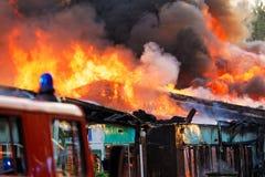 Le feu dans la ville images libres de droits