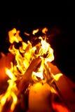 Le feu de camp pendant la nuit Photos libres de droits