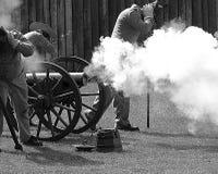 Le feu de canon Images libres de droits