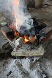 Le feu de charbon de bois photographie stock libre de droits
