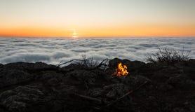 Le feu de lever de soleil photos libres de droits