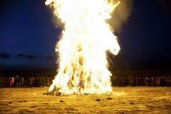 Le feu de nettoyage avant nouvelle année orientale Images libres de droits