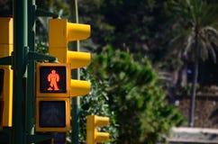 Le feu de signalisation jaune est rouge Photo stock