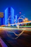 Le feu de signalisation traîne avec l'aspiration de lumière de forme de coeur dans la ville Photographie stock