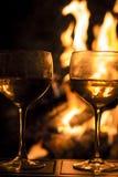 Le feu deux en verre de vin Photos stock