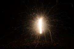 Le feu du Bengale étincelle sur le fond noir Photo stock