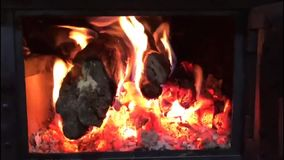 Le feu en bois banque de vidéos