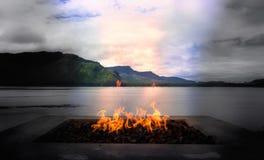 Le feu en bois dehors Image stock