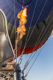Le feu Franco Camion du ballon à air volant au-dessus de Cappadocia Photos stock