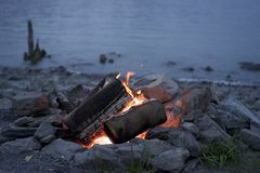 Le feu Pit By The Water Photographie stock