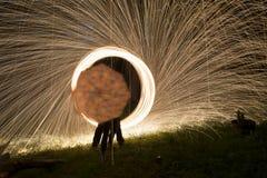 Le feu POI, rotation flamboyante de laine en acier Photo libre de droits