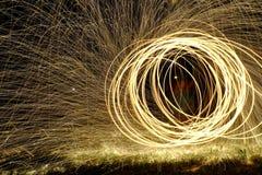 Le feu POI, rotation flamboyante de laine en acier Photographie stock libre de droits
