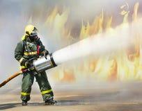 Le feu s'éteignent le feu avec la mousse dans la fumée Photos stock