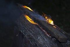 Le feu s'enflammant Images stock