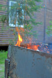 Le feu sur le barbecue Photos stock