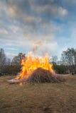 Le feu traditionnel de Valborg images libres de droits