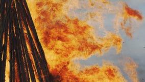 Le feu traditionnel flamboyant de Pâques photos libres de droits