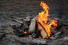 Le feu vivant de flamme Images libres de droits
