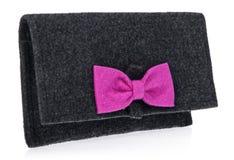 Le feutre, textile, sac à main du ` s de femmes, bourse avec l'arc dans la couleur noire Photographie stock