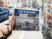 Le Figaro reporting handover ceremony presidential inauguration. PARIS, FRANCE - MAY 15, 2017: POV over Le Figaro an buys newspaper reporting handover ceremony Royalty Free Stock Images