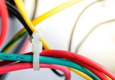Le fil électrique dans beaucoup colorent Photos stock