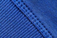 Le fil de laine bleu a tricoté la texture avec de grands points Tricoté à la main nervurant le modèle de point photo libre de droits