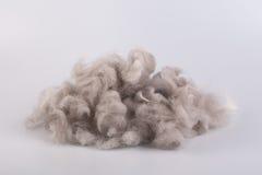 Le fil de laine crue a lové dans une boule Photos stock