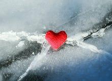 Le fil lumineux de coeur est fondu avec la chaleur et aime le Cr bleu froid Photo libre de droits