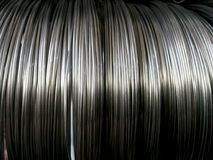 Le fil vertical gris roule sur le fond abstrait photo stock