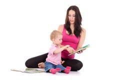 Le fils de mère a affiché le livre Image libre de droits