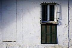 Le finestre nella facciata fotografie stock