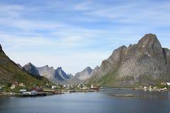 Le fjord de Reine dans Lofoten photographie stock