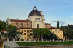 Le fleuve Adige et San Giorgio dans Braida, Verona Campanile San Giorgio en Braida Verona Italy photo libre de droits