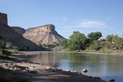Le fleuve Colorado près de 70 d'un état à un autre dans la région de palissade photos stock