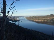 Le fleuve Columbia traverse la gorge du fleuve Columbia Photographie stock libre de droits