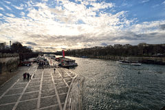 Le fleuve de Seine à Paris Image stock