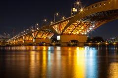 Le fleuve Han avec le pont de Seongsan la nuit Photographie stock libre de droits