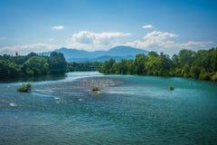 Le fleuve Sacramento, vu dans Redding, la Californie Photographie stock libre de droits