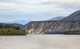 Le fleuve Yukon près de Dawson City, le Yukon Images libres de droits