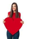 Le flickan i röd skjorta med stor röd hjärta Royaltyfria Bilder