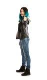 Le flickan som visar tummen upp tecken fotografering för bildbyråer
