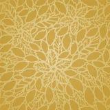 Le foglie ed i fiori dorati senza cuciture merlettano il modello della carta da parati Fotografie Stock