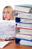 Le fonctionnement de femme d'affaires de femme d'isolement sur le blanc Photo stock