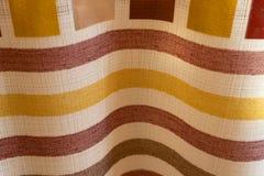 Le fond abstrait a color? des rayures sur la texture de la vague pli?e par tissu photos libres de droits