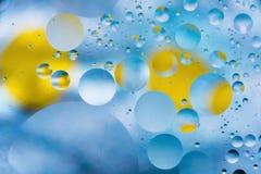 Le fond abstrait coloré grenu avec des éraflures et des taches se compose des boules dans un style de rero, macro abstraction Photos stock