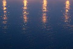 Le fond abstrait d'or-bleu, semblable au coucher du soleil Images stock