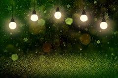 Le fond abstrait de beau de scintillement bokeh defocused brillant de lumi?res avec les ampoules et les flocons en baisse de neig photographie stock